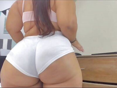 Chubby tolerant dissemble her big booty 2