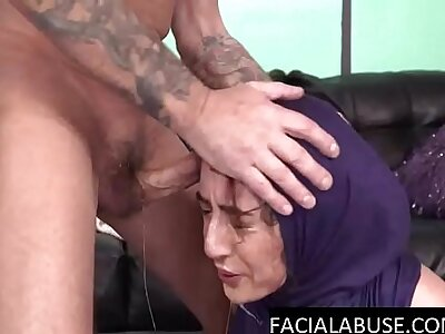 Arab slut gets alternate guestimated facefuck